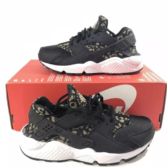 3cb9fc59da3e8 Nike Wmn Air Huarache Run Print Black Khaki White
